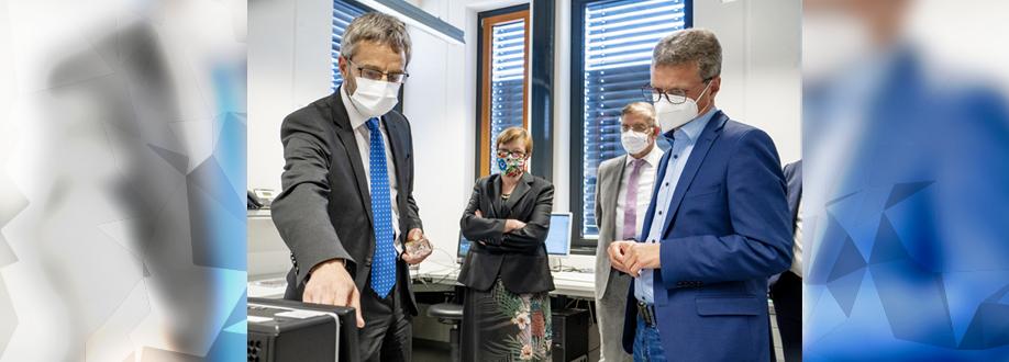 Minister Of Science Bernd Sibler Visits The Coburg University Of Applied Sciences Isat Institut Fur Sensor Und Aktortechnik